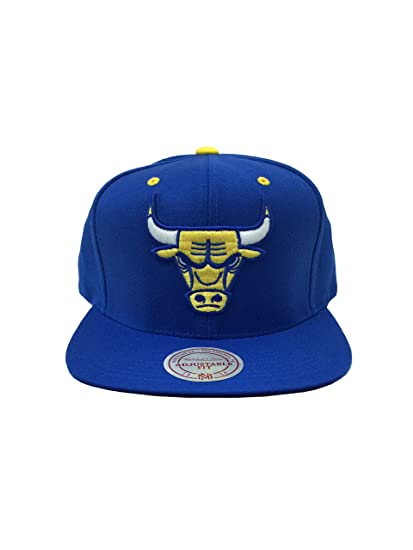 815f7e4b7c4 Amazon.com   Mitchell   Ness Chicago Bulls Solid Royal   Gold LHS  Quickstrike