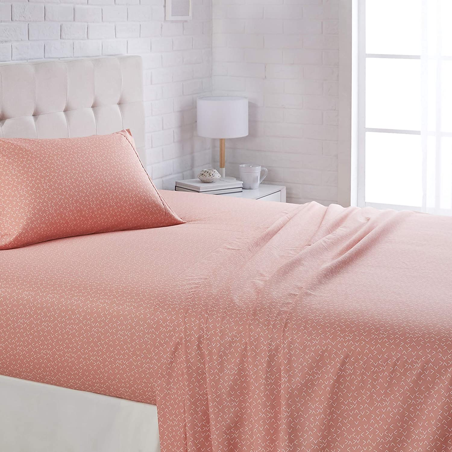 """AmazonBasics Lightweight Super Soft Easy Care Microfiber Sheet Set with 16"""" Deep Pockets - Twin, Peachy Coral Arrows"""