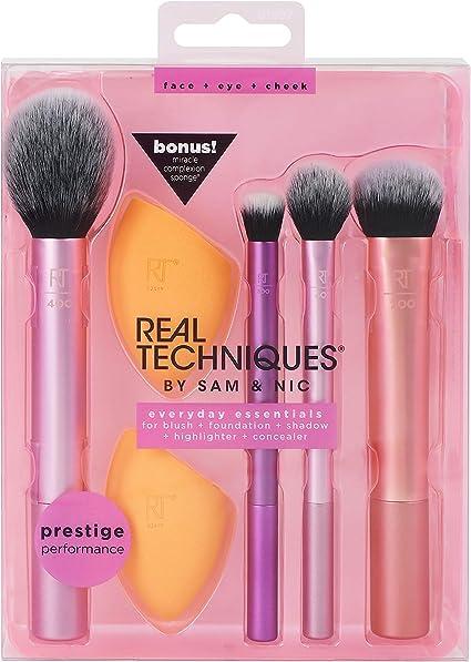 Real Techniques Everyday Essentials - Juego con esponja, brochas y pinceles de maquillaje, esponja extra, exclusivo de Amazon: Amazon.es: Belleza