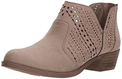 e0ef12af664 Amazon.com  Carlos by Carlos Santana Women s Bentley Ankle Boot  Shoes