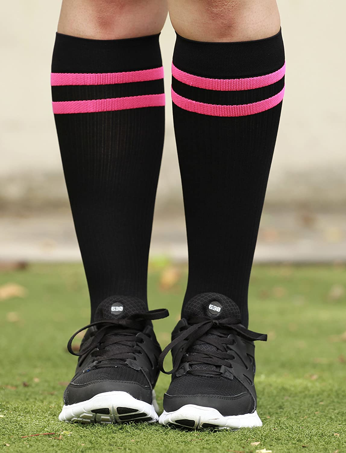 7ff38686d8 Amazon.com: Mojo Compression Socks Special edition Breast Cancer Ribbon -  Firm Graduated Medical Compression with moisture wicking Coolmax material  Knee ...