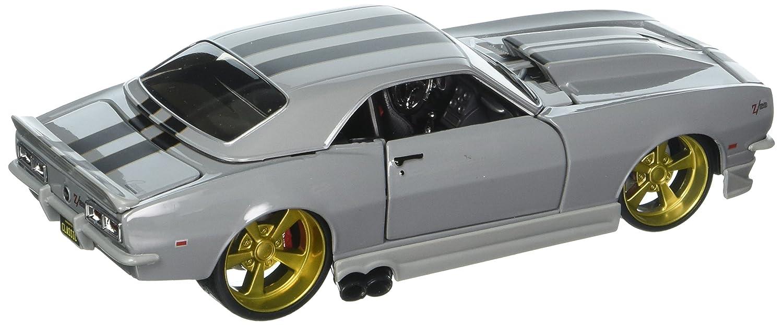 Maisto 1:24 W//B Classic Muscle 1968 Chevrolet Camaro Z//28 with Black Stripes 32508SIL
