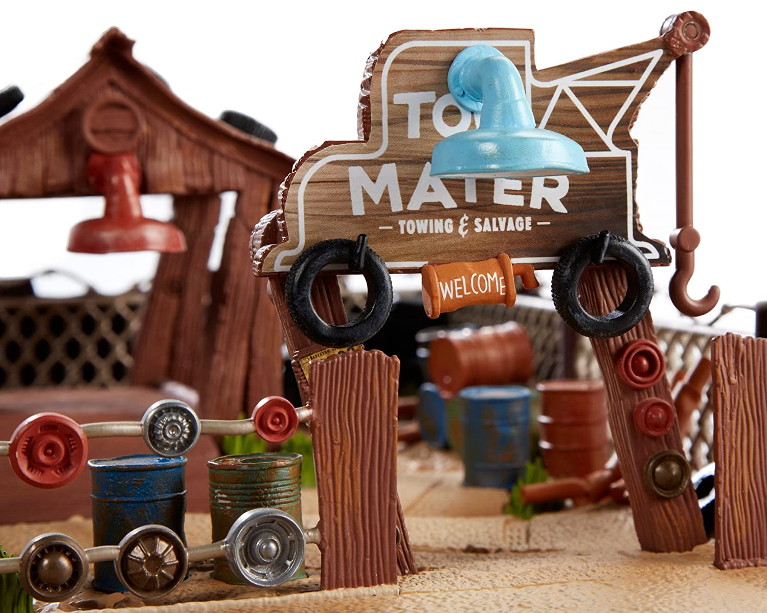 Amazon.com: Disney/Pixar Cars Mater\'s Towing and Salvage Playset ...