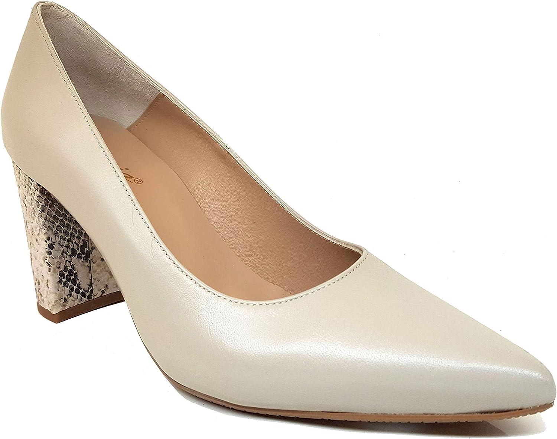 court black heels