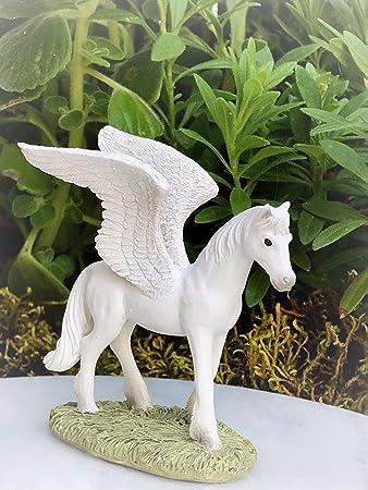 Amazon.com: Dollhouse - Figura decorativa de caballo volador ...