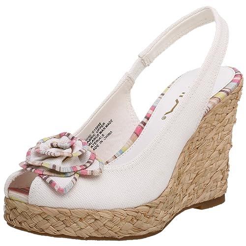 85393d488920e Clarks Womens Temira East White Leather Slide - 5 M  Amazon.ca ...