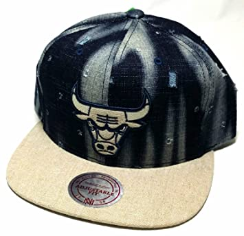 dbae4a1c4ef Chicago Bulls Mitchell   Ness Torn Denim Jean Blue Khaki Beige Snapback Hat  Cap  Amazon.co.uk  Sports   Outdoors