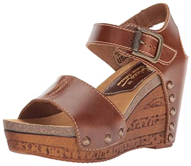 Sbicca Women's Brella Studded Platform Wedge Sandal wrmKSsX89D