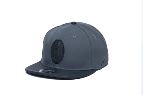 b3d7b7cd9e7 Amazon.com   Fi Collection Juventus Cool Snapback Hat   Sports ...