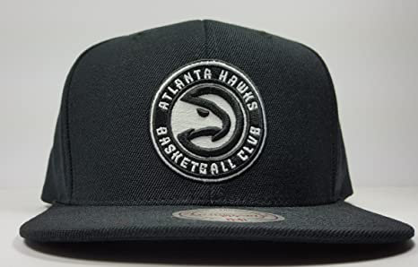 4d18e5c1506 Amazon.com   Mitchell   Ness Atlanta Hawks Solid Wool Black   White ...
