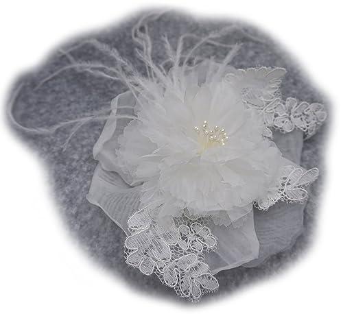 Broche Flor de tela organza, pluma y encaje, color marfil. Para vestido de