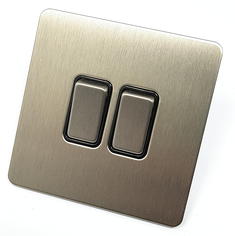 Placa plana sin tornillos Schneider Electric Ultimate Acero inoxidable Inserto negro Interruptor de luz 1 puerta 2 Way 10A