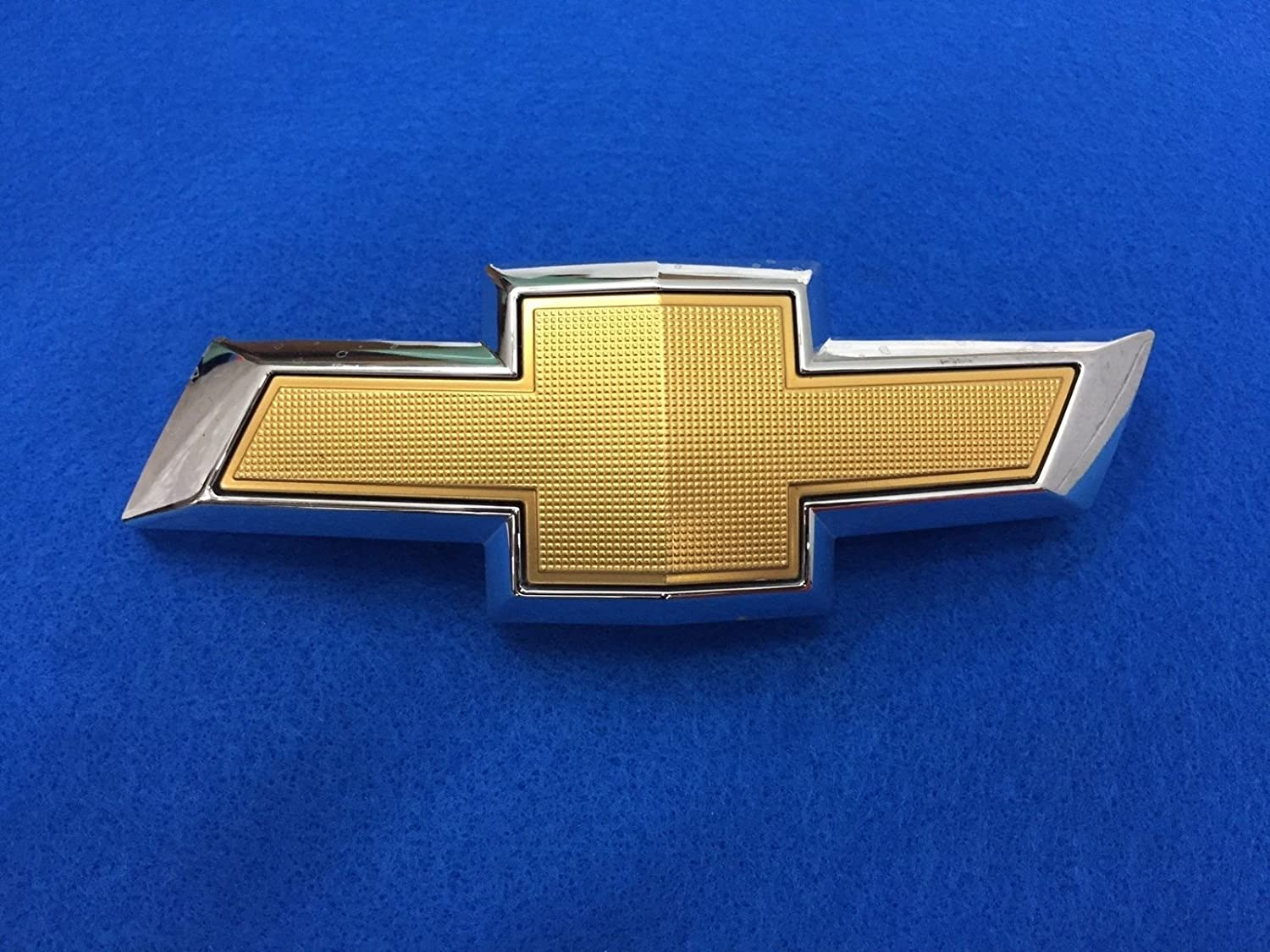 GM 23269466 EMBLEM ASM-FRT GRL GMC