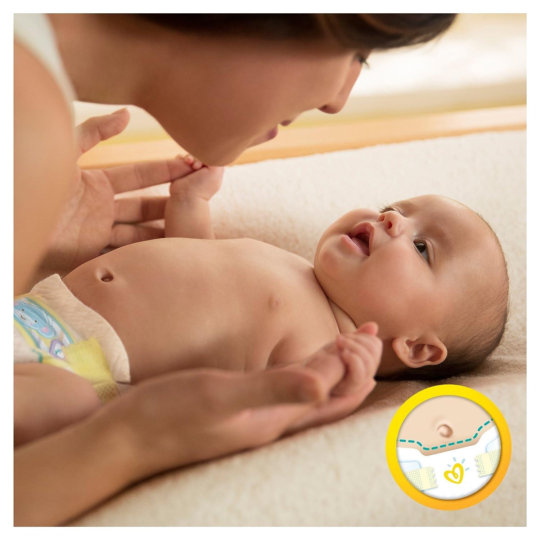 Mutter mit Baby und Babywindel