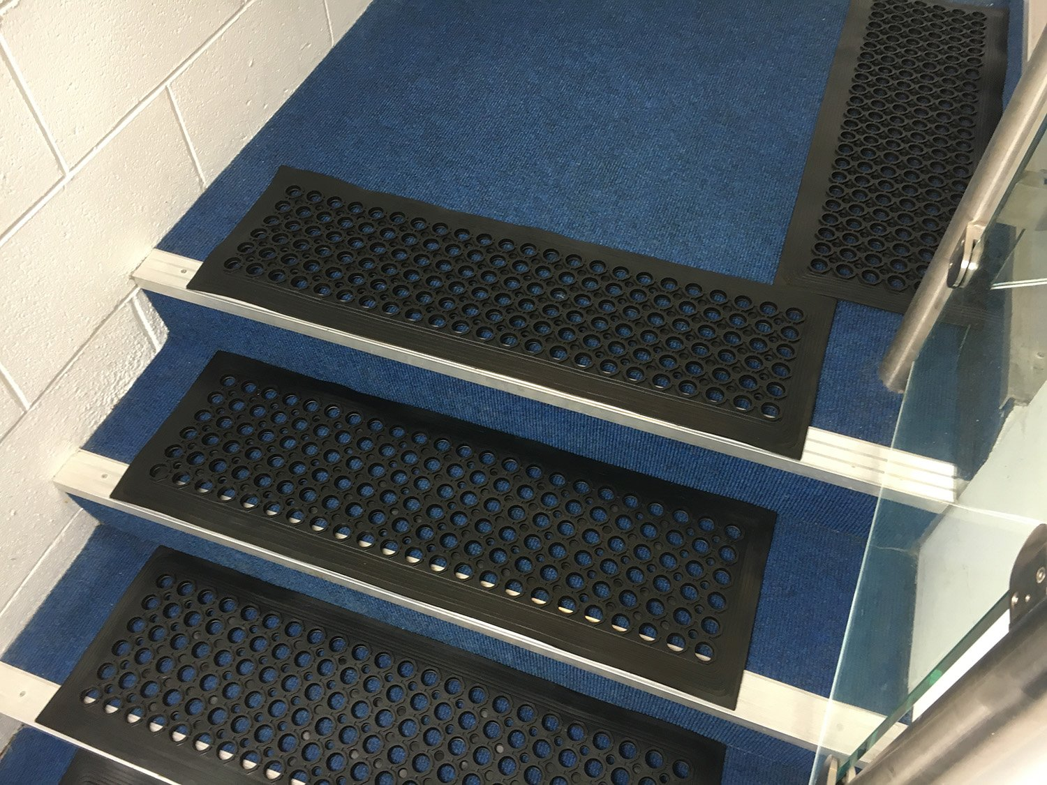 TR Heavy Duty Rubber Stair Treads Step Mats Covers Outdoor And Indoor None  Slip 30x90cm: Amazon.co.uk: Kitchen U0026 Home