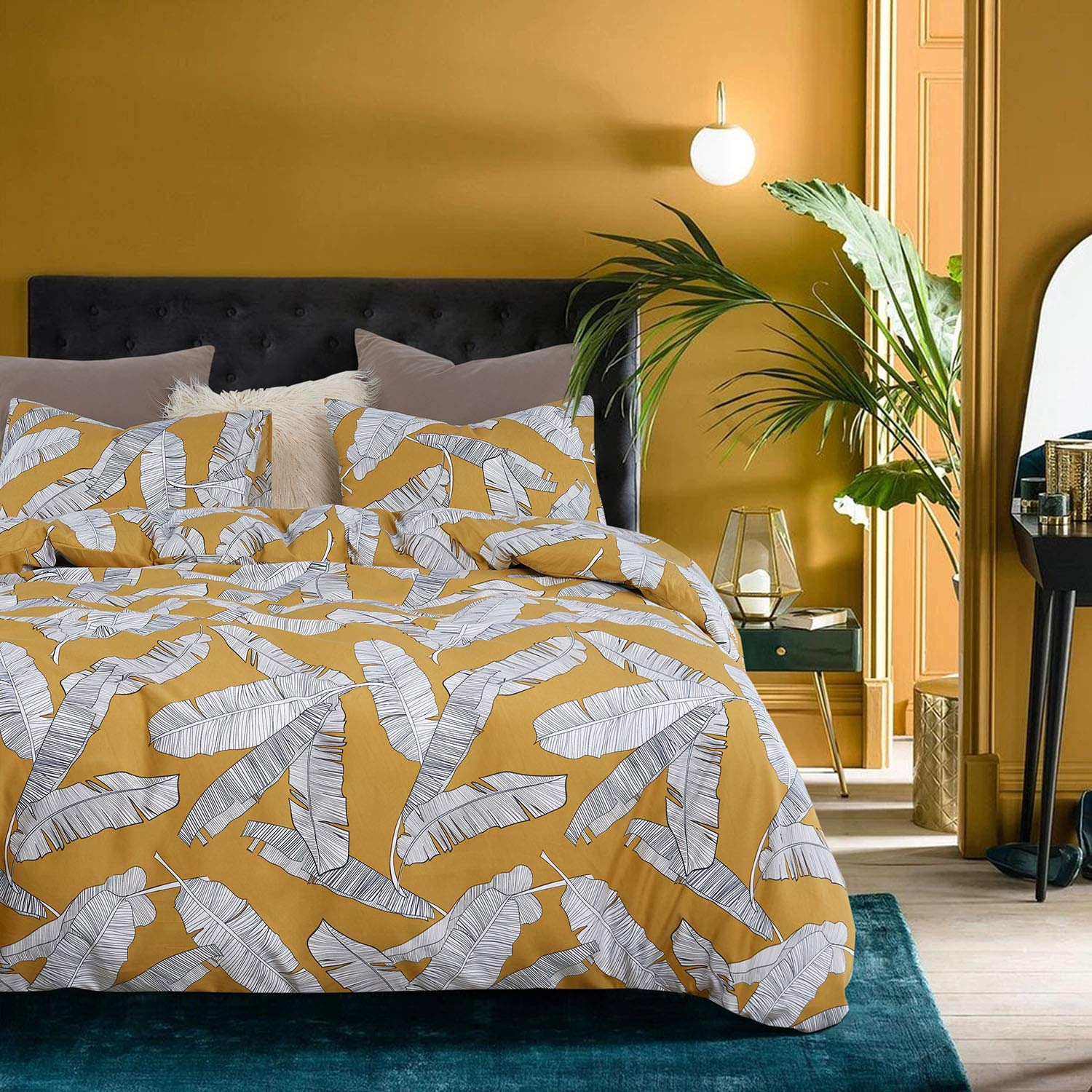 Wake In Cloud - Yellow Comforter Set, Banana Tree Leaves Black and White Drawing Pattern Printed, Soft Microfiber Bedding