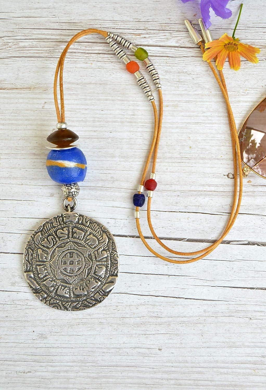 Collar largo de cuero con medallón zamak plata, joyas bohemias
