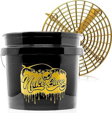Nuke Guys Golden Bucket Limited Set Gritguard Wascheimer 3 5 Gallonen Und Gritguard Eiimereinsatz In Gold Autowascheimer Mit Schmutzsieb Für Die Schonende Autowäsche Motorradwäsche Auto