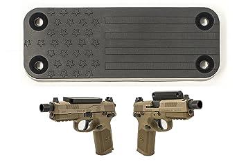 Amazon.com: C. C. Outfitters bandera americana pistola imán ...