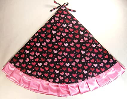 Amazon Com Valentine S Day Tree Skirt 47 Hearts On Black With