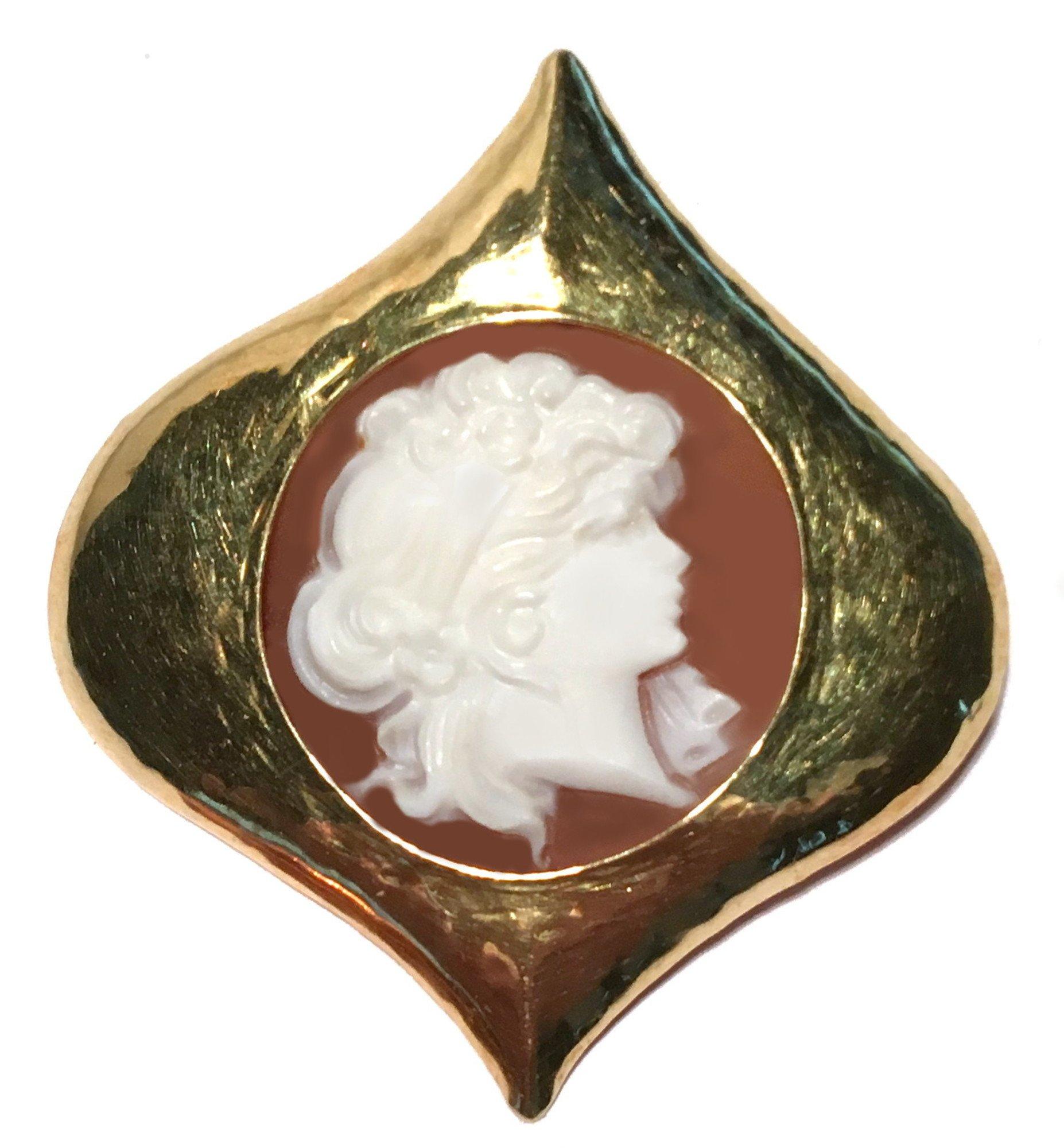 Cameo Brooch Eternal Love Sardonyx Shell Master Carved, Italian 18k Yellow Gold