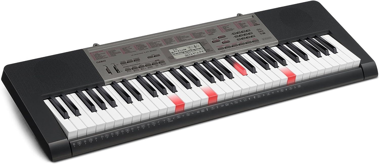 Casio LK-240 - Teclado electrónico (plástico, 61 teclas, 2 altavoces integrados, amplificador de Activo, conector tipo USB a MIDI, batería lithium ...
