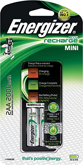 Energizer - cargador de pilas mini compatible aa y aaa, incluye 2 pilas recargables aaa 700 mah.