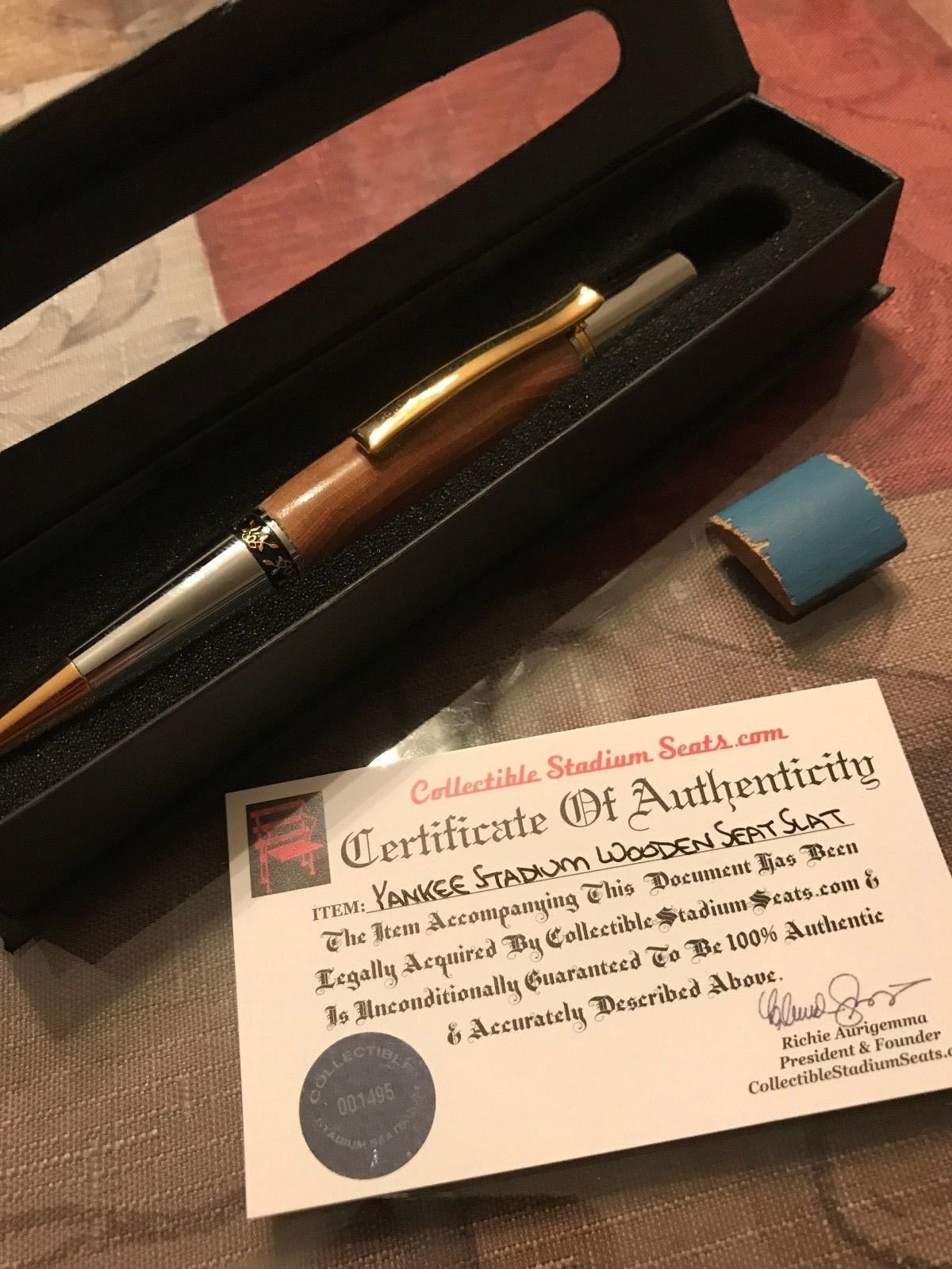 Genuine Yankee Stadium Seat pen From old Yankee's Stadium with COA