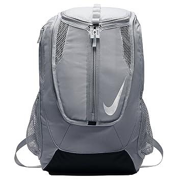 Nike FB Shield Backpack Mochila, Hombre, Gris (Wolf Grey/Negro/Metallic Silver), Talla Única: Amazon.es: Deportes y aire libre