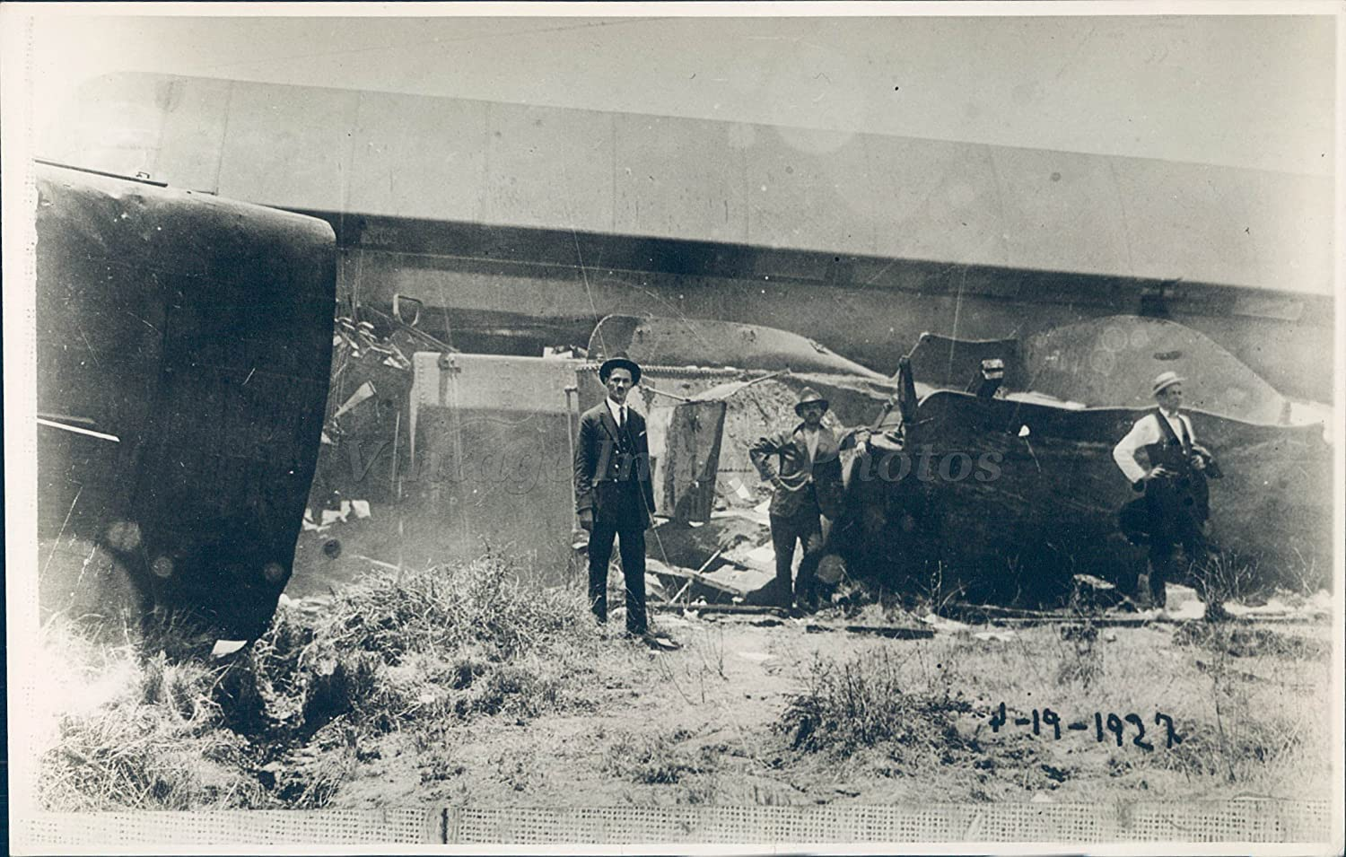 Amazon com vintage photos 1920 photo guadalajara train wreckage limon state mexico passengers original photographs