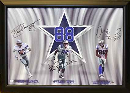 Dallas Cowboys 88 S Autographed Framed 33x24 Canvass Hand
