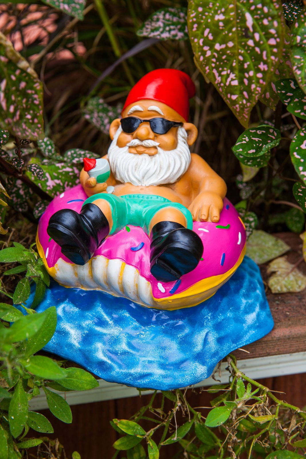 BigMouth Inc Donut Worry Be Happy Garden Gnome, 7-inch Tall Funny Lawn Gnome Statue, Garden Donut Decoration by BigMouth Inc (Image #2)