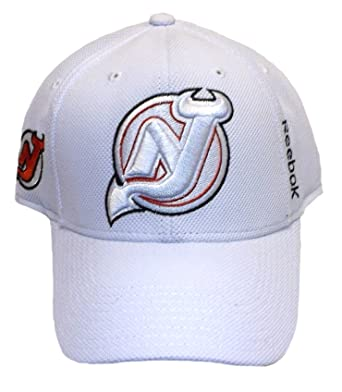 low priced 64ab9 bff61 Amazon.com : New Jersey Devils Structured Flex Reebok Hat ...