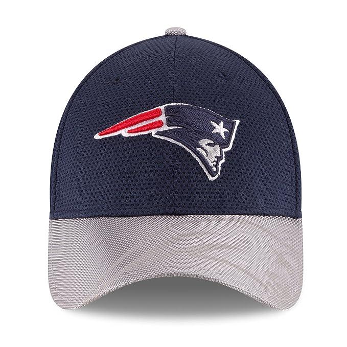 sports shoes 87c87 d8ced Amazon.com  New Era Men s 2016 NFL Sideline 3930 Patriots Flex Fit Hat  Navy Silver Size Large X-Large  Clothing