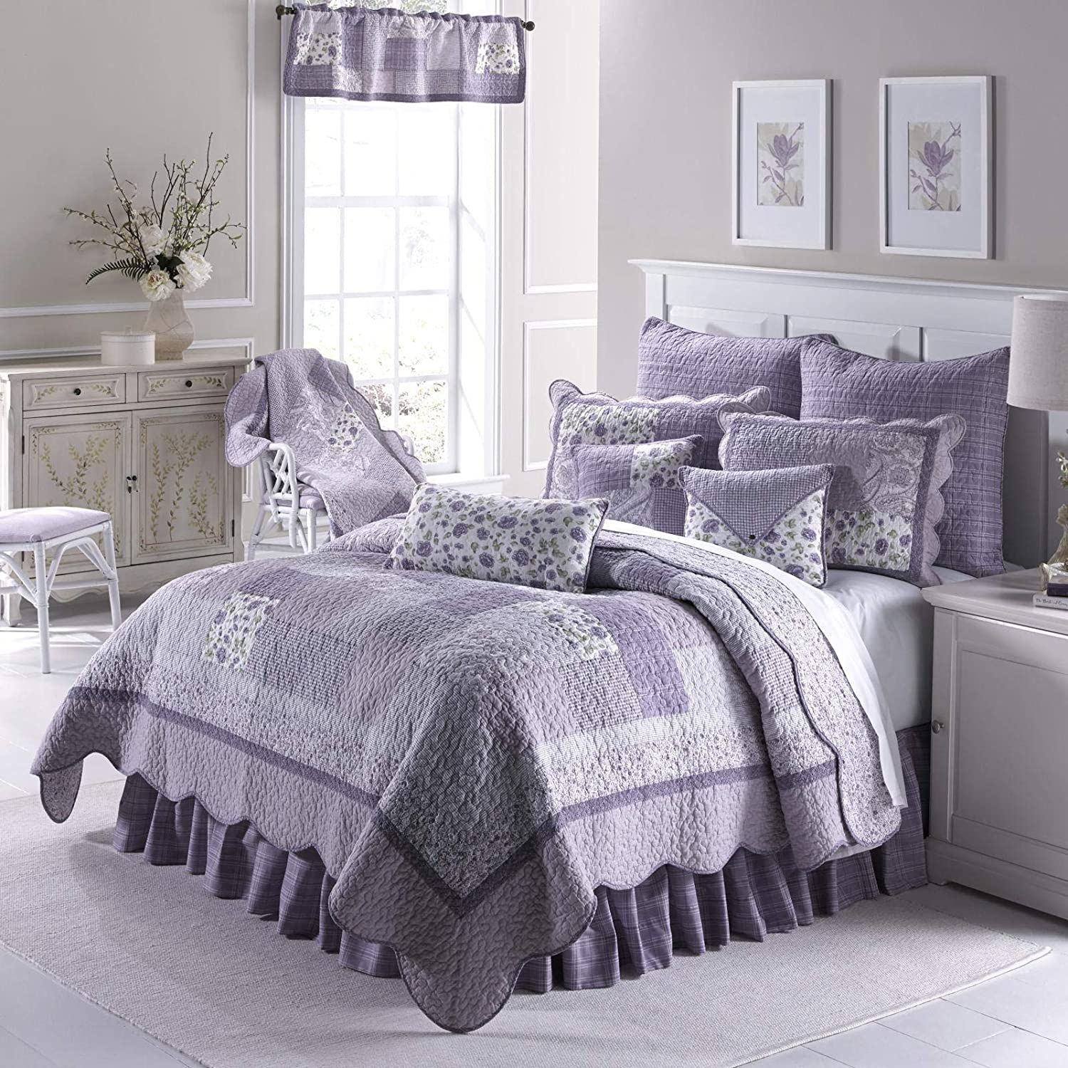 Full/Queen Quilt - Lavender Rose by Donna Sharp - Contemporary Quilt with Patchwork Pattern - Fits Queen Size and Full Size Beds - Machine Washable