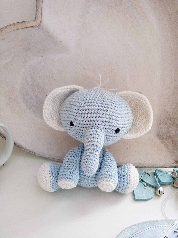 Elephants In Love | Free Crochet Pattern | Hooked by Kati | 1500x1125