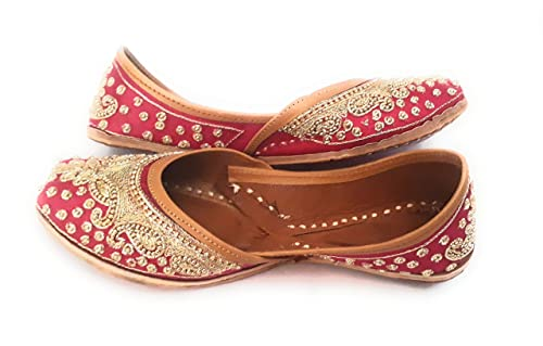 57039a59 Classico Magenta Golden Collection Bridal Ethnic Footwear: Buy Online at  Low Prices in India - Amazon.in