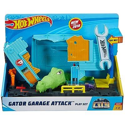 Hot Wheels Gator Garage Attack Play Set City: Toys & Games