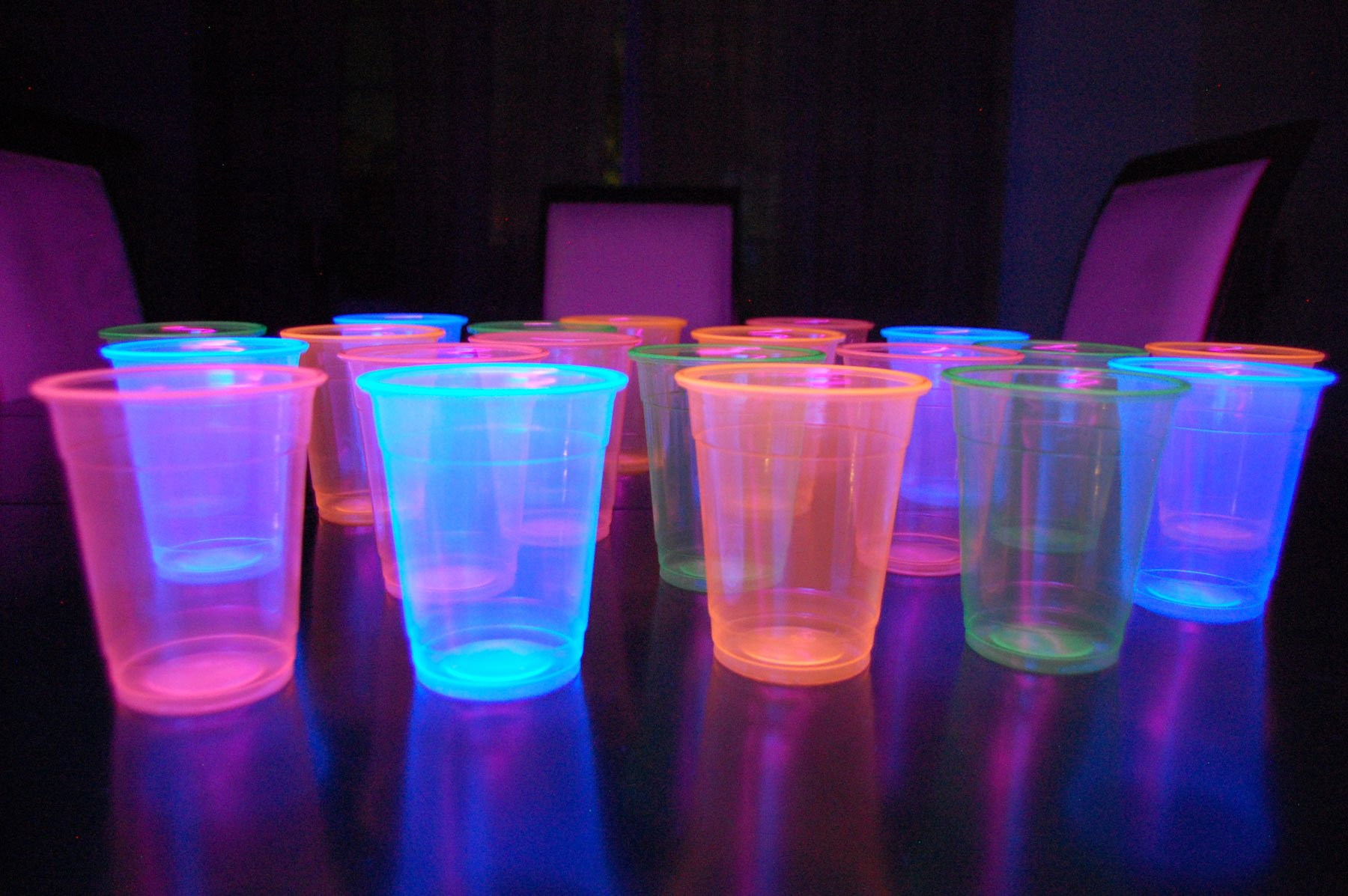 12oz Neon Assorted Blacklight Reactive Soft Plastic Cups with Free Blacklight Balloons (20) by DirectGlow LLC