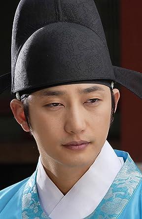 韓国の伝統衣装を着たパク・シフ
