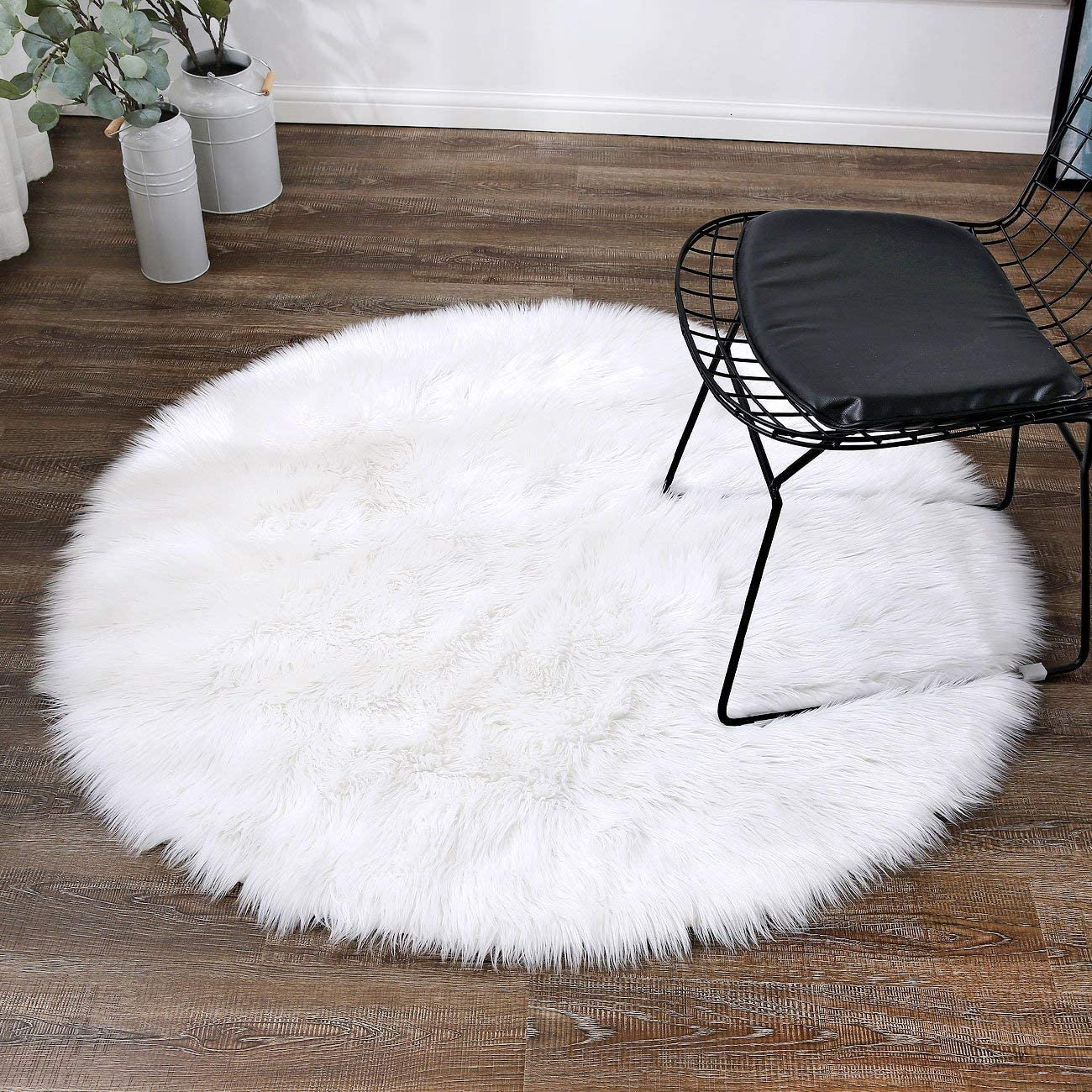 LEEVAN Plush Sheepskin Style Throw Round Rug Faux Fur Elegant Chic Style Cozy Shaggy Round Rug Floor Mat Area Rugs Home Decorator Super Soft Carpets Kids Play Rug 6 ft-Diameter, White