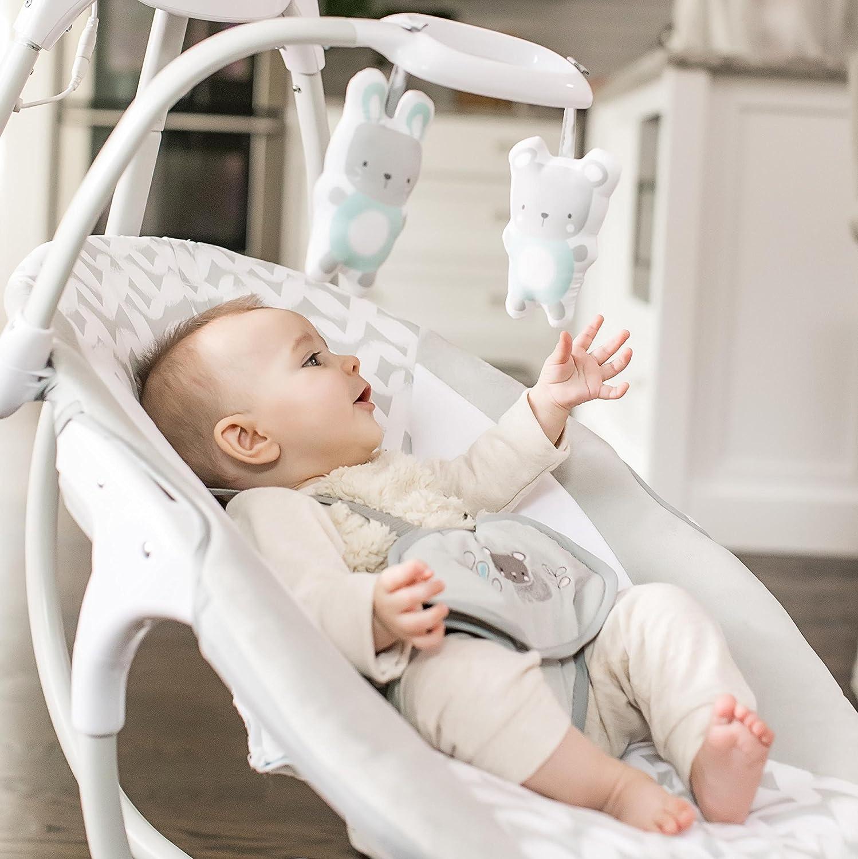 Un téléphone mobile suspendu avec des jouets, des mélodies et des sons multiples stimule les sens de bébé
