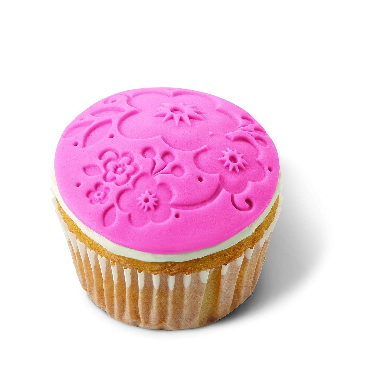 wilton 2104 0056 14 piece cupcake decorating set