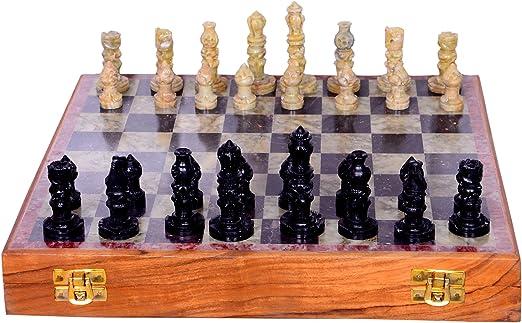 Juego de ajedrez con piezas esculpidas de piedra y tablero de acabado de mármol: juego de