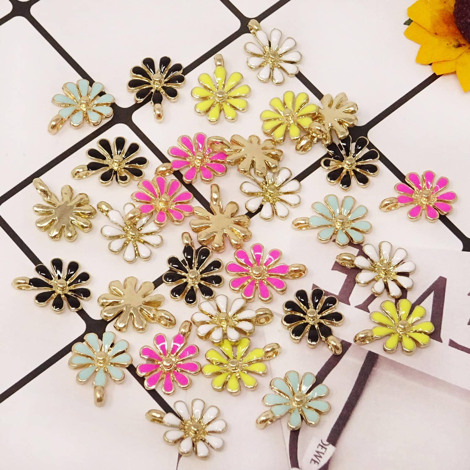 Honbay 30PCS Enamel Daisy Flower Charm Pendant for Jewelry Making or DIY Crafts