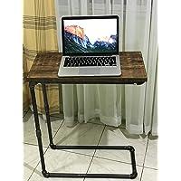 Mesa lateral de estilo industrial. Ideal para lectura y también para apoyar el equipo portátil en recámara o sala de estar.