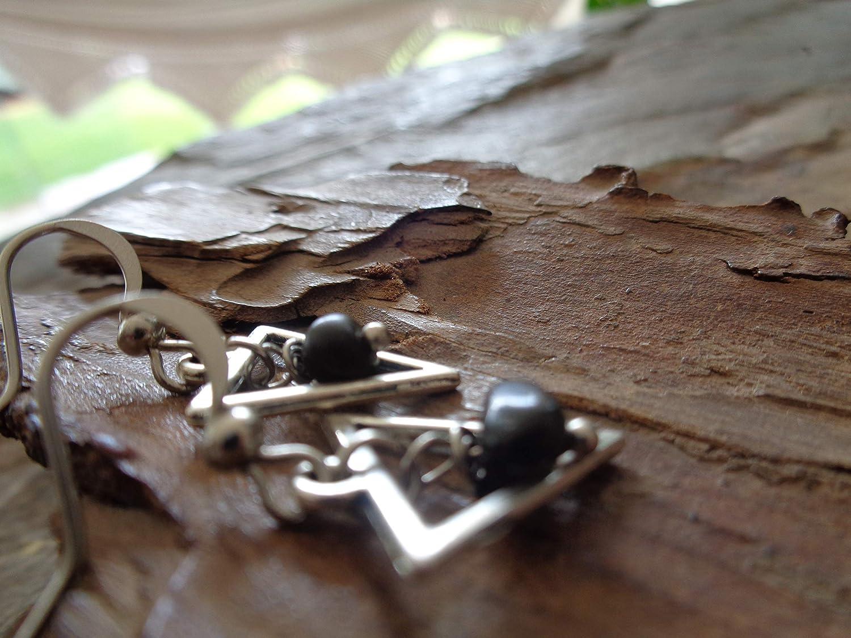 ✿ PEQUEÑO TRIANGULO Y PIEDRA NATURAL ✿ pendientes de plata negros