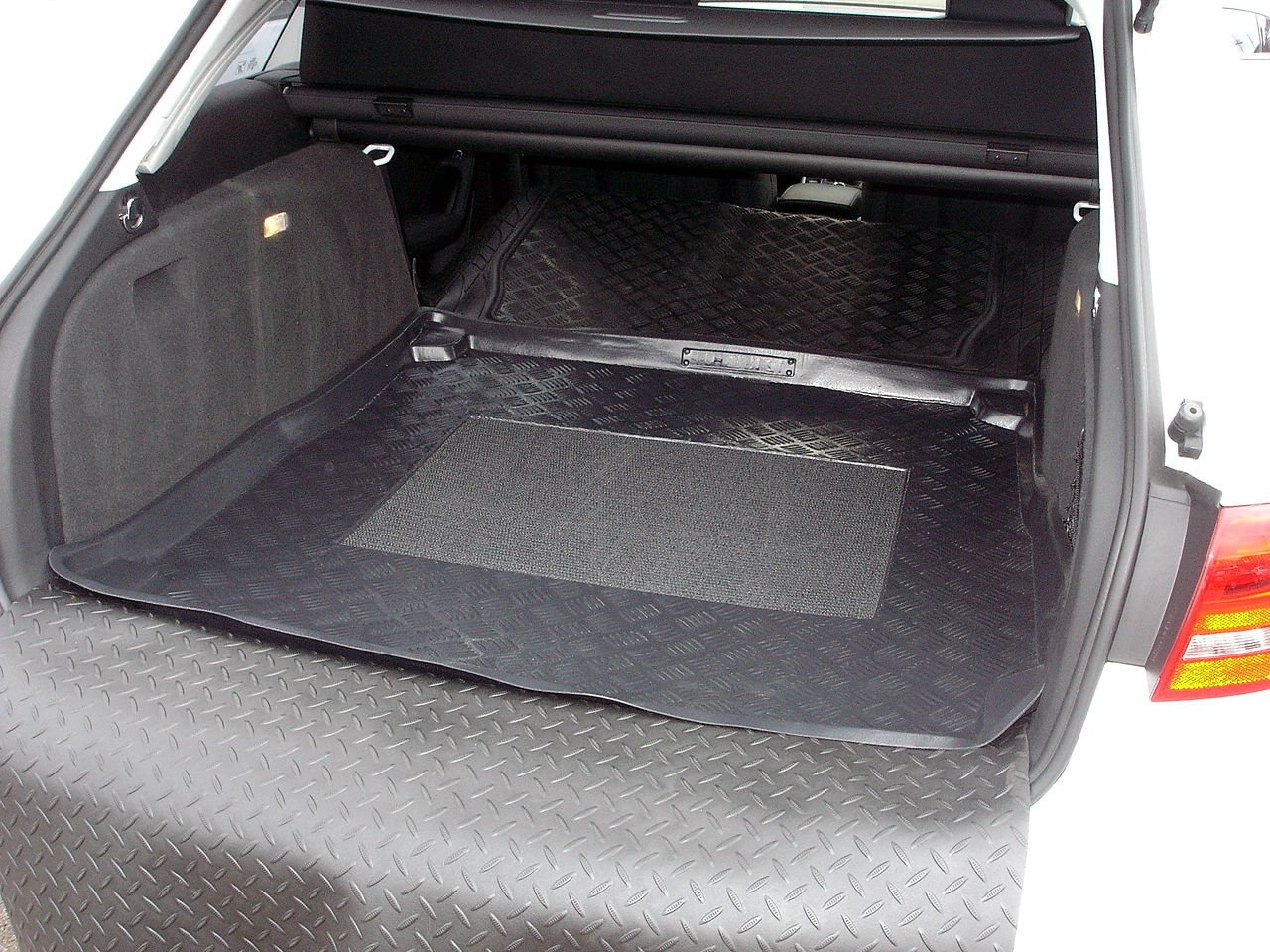 Ford Focus Estate 2011 Boot Tray Load Liner Dog Mat Bumper Guard