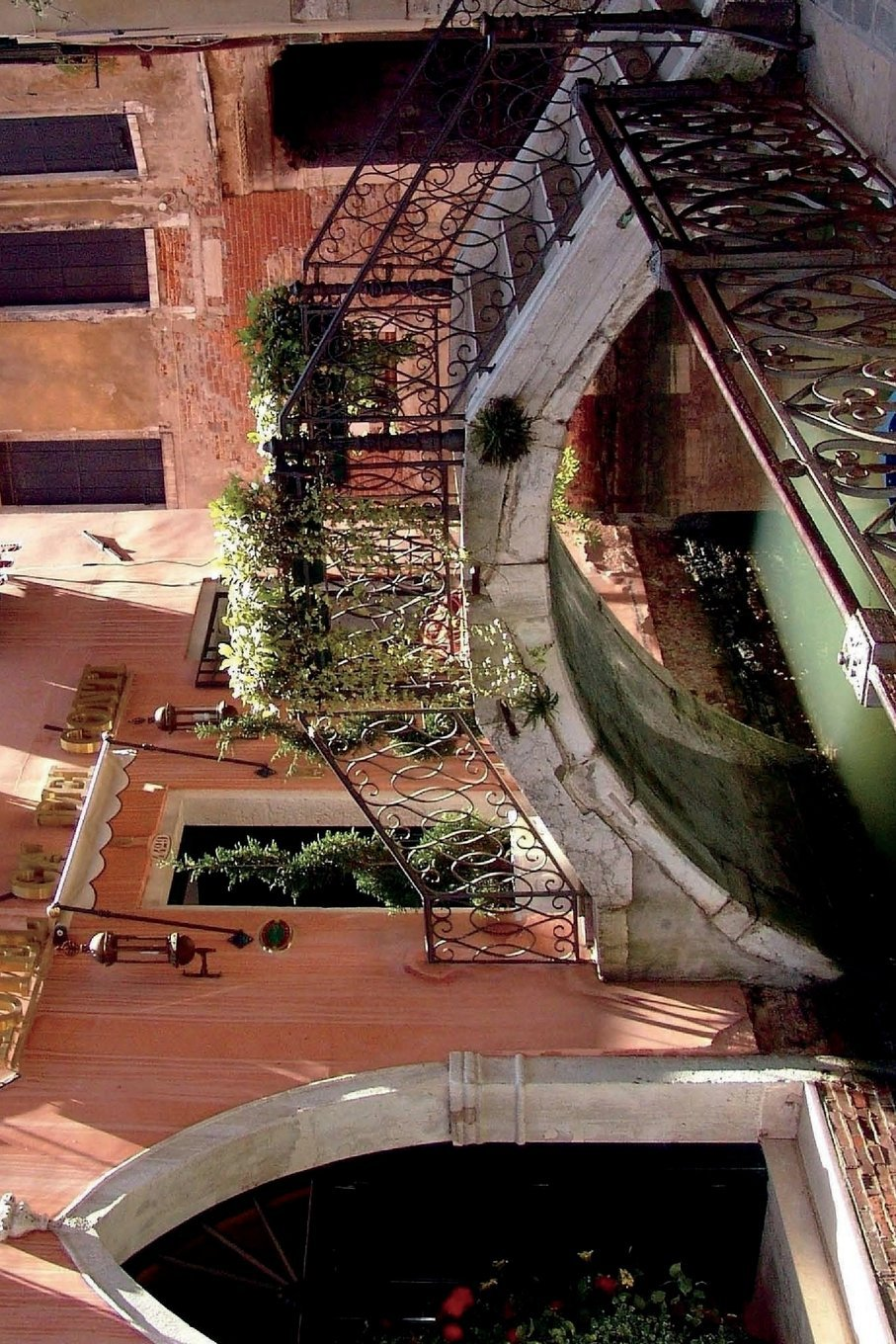 Romantic Foot Bridge Over Canal in Venice Italy Journal: 150 page lined notebook/diary ebook