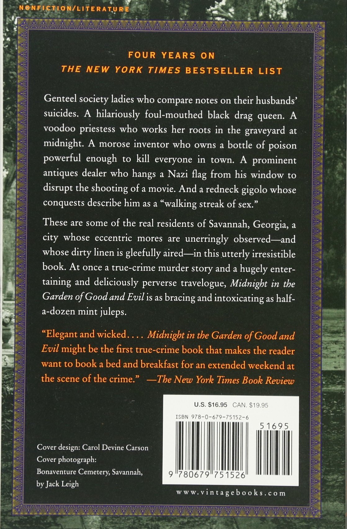 Midnight In The Garden Of Good And Evil: A Savannah Story: John Berendt:  9780679751526: Amazon: Books